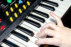 Pianist speelmuziek Stock Foto