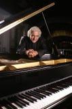 Pianista nel nero Immagini Stock