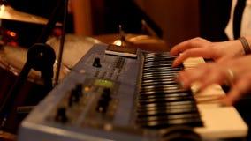 Pianista no concerto de rocha vídeos de arquivo