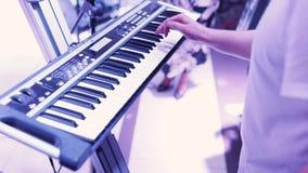 Pianista Playing Music das mãos vídeos de arquivo