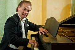 Pianiste d'homme aîné Photos stock