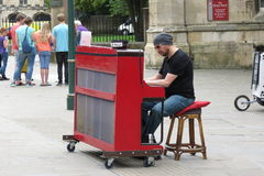 Pianiste de rue de Karl Mullen Images stock
