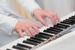 Pianisthänder arkivbilder