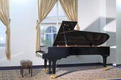 Piano à queue noir Images libres de droits