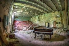 Piano abandonado, Chernóbil foto de archivo