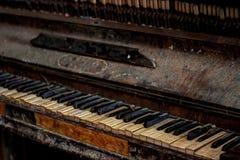 Piano abandonné Images libres de droits