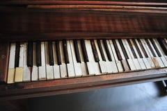 Piano abandonné Image stock