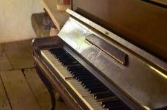 Piano antiguo, instrumento musical hermoso Fotografía de archivo