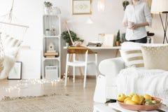 Piano bianco e dorato immagine stock