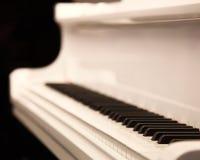 Piano blanc Photo libre de droits