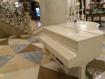 Piano branco Fotografia de Stock Royalty Free