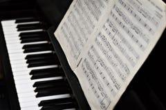 Piano, claves y copy-book de la música Foto de archivo libre de regalías