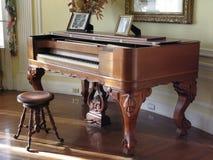 Piano cuadrado en la casa Loma, Toronto fotos de archivo