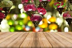 Piano d'appoggio di legno con del fondo di stagione invernale Natale immagini stock
