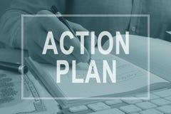 Piano d'azione scritto nella nota dall'uomo immagini stock libere da diritti