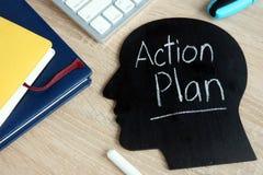Piano d'azione scritto sulla siluetta capa fotografia stock libera da diritti