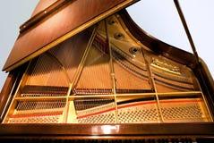 Piano de piano de media cola Foto de archivo libre de regalías