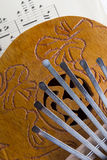 Piano de pouce de Kalimba de noix de coco Photo libre de droits