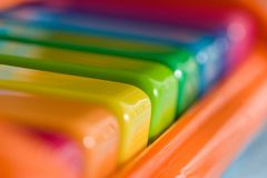 Piano del arco iris del niño Foto de archivo libre de regalías
