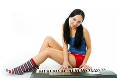 Piano del juego de la mujer joven Imagen de archivo libre de regalías
