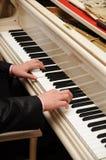 Piano del juego de las manos Foto de archivo libre de regalías