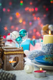 Piano di appoggio festivo di vigilia di natale di Natale che mette il pupazzo di neve del nuovo anno Immagini Stock Libere da Diritti