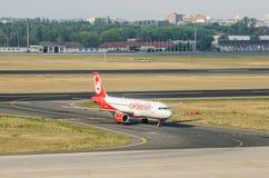 Piano di atterraggio di Airberlin a Tegel a Berlino Fotografia Stock