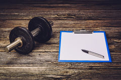 Piano di formazione o dieta di forma fisica Pagina del documento in bianco Fotografia Stock