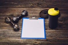 Piano di formazione o dieta di forma fisica Pagina del documento in bianco Fotografia Stock Libera da Diritti