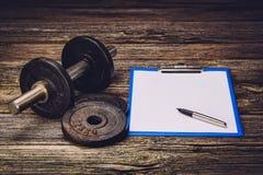 Piano di formazione o dieta di forma fisica Pagina del documento in bianco Immagini Stock Libere da Diritti