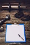 Piano di formazione o dieta di forma fisica Pagina del documento in bianco Immagine Stock