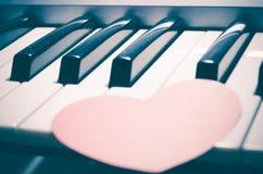 Piano e coração Fotos de Stock Royalty Free
