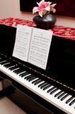 Piano e libro di canzone Immagine Stock