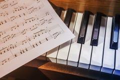 Piano e notas Imagem de Stock