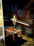 Piano e violino nella sala royalty illustrazione gratis