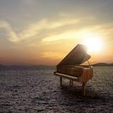 Piano en dehors de tir sur le côté de mer Photos libres de droits