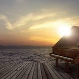 Piano en dehors de tir sur le côté de mer Photographie stock libre de droits