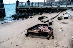 Piano en la playa Fotografía de archivo libre de regalías