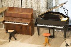 Piano et piano à queue photographie stock libre de droits
