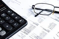 Piano finanziario, concetto di affari, analisi finanziaria - dichiarazione dei redditi fotografie stock