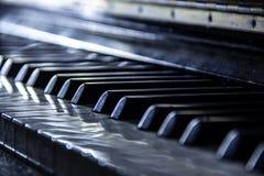 Piano, foco seletivo, efeitos nostálgicos, cor neutra imagens de stock
