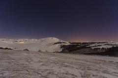 Piano grandioso de Castelluccio di Norcia no inverno com neve pelo ni Fotografia de Stock