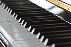 piano hjälpmedel för musiker` s svart white arkivbild