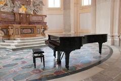 Piano i kapellet Royaltyfria Foton