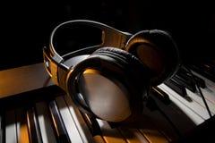 Free Piano Keyboard With Headphones Stock Image - 52322911