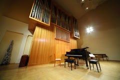 Piano magnífico masivo del órgano y de concierto de tubo Imagen de archivo libre de regalías