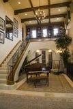 Piano magnífico y escaleras. Fotografía de archivo libre de regalías