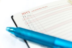Piano mensile con la penna, lista di controllo del taccuino Immagini Stock