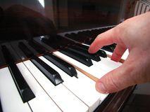 Piano met Man Hand Stock Foto