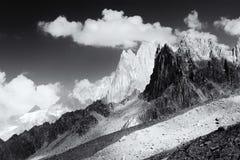 Piano monocromatico della catena montuosa di Aiguille du Midi Immagini Stock Libere da Diritti